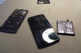 LG Nexus 5 akkumulátor csere